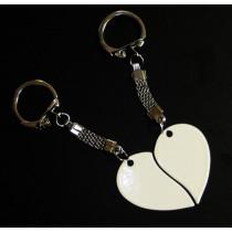 Жетон «Две половинки сердце», белый