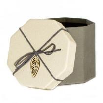 Подарочная упаковка с листом, восьмиугольная, бежево-серая