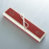 Ювелирная коробка под браслет, цепочку, часы с тонким бантом, бордово-бежевая
